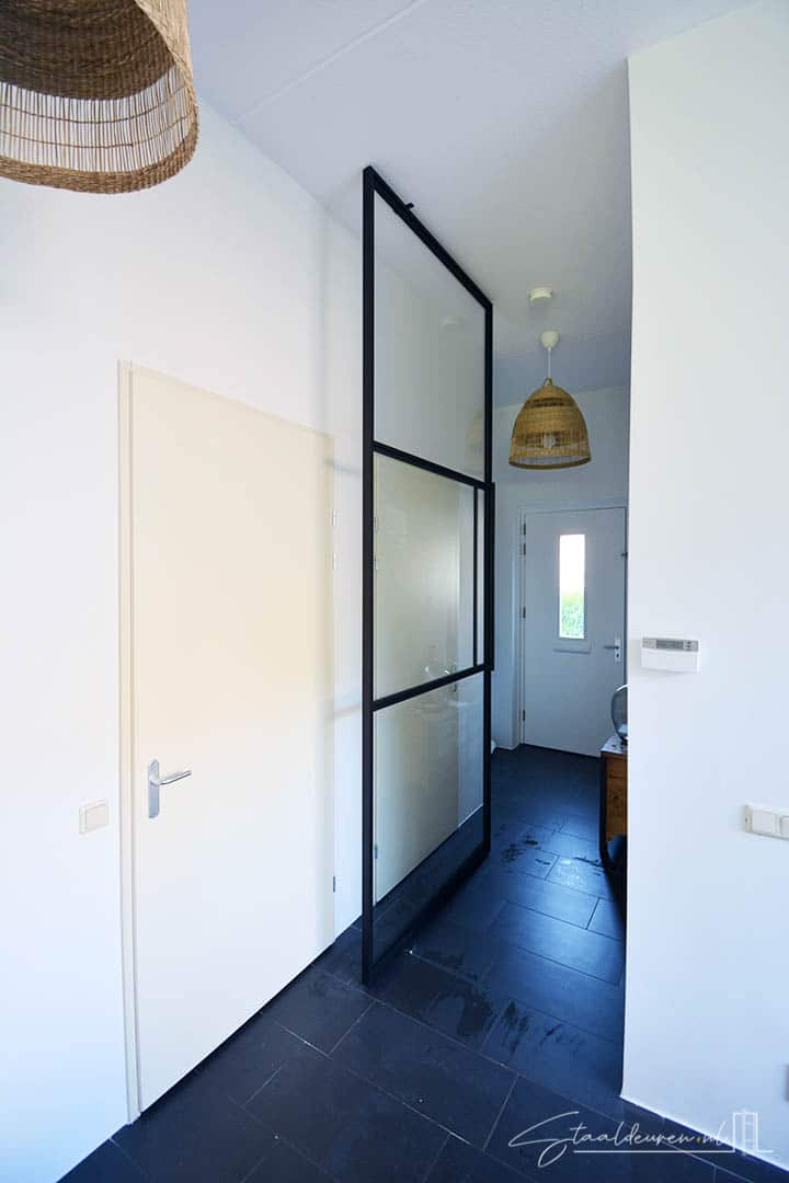 Openslaande taatsdeur met gelijke vlakverdeling